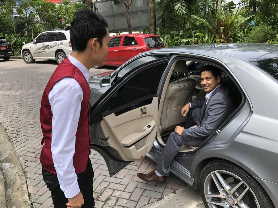 Strides Myanmar Limousine Service